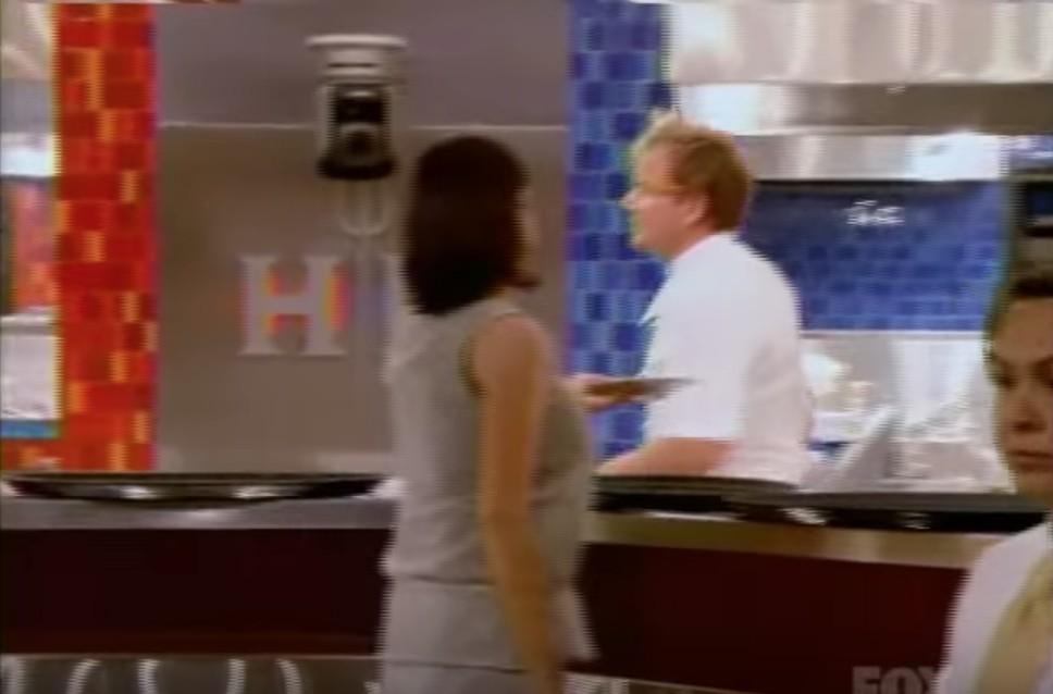 奧客女不爽拿食物去廚房「吹口哨抱怨」,地獄廚神:「妳看起來更像狗」霸氣罵髒話讓她滾!(影片)