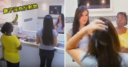 雙胞胎正妹神模仿「假裝照鏡子」,當鏡子反射「做出不一樣動作」婦人快魂飛魄散!