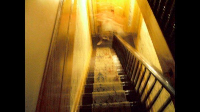 160年老屋慘死6人「史上最兇猛鬼屋」,遊客拍下「有腳鬼魂照」你不得不信!