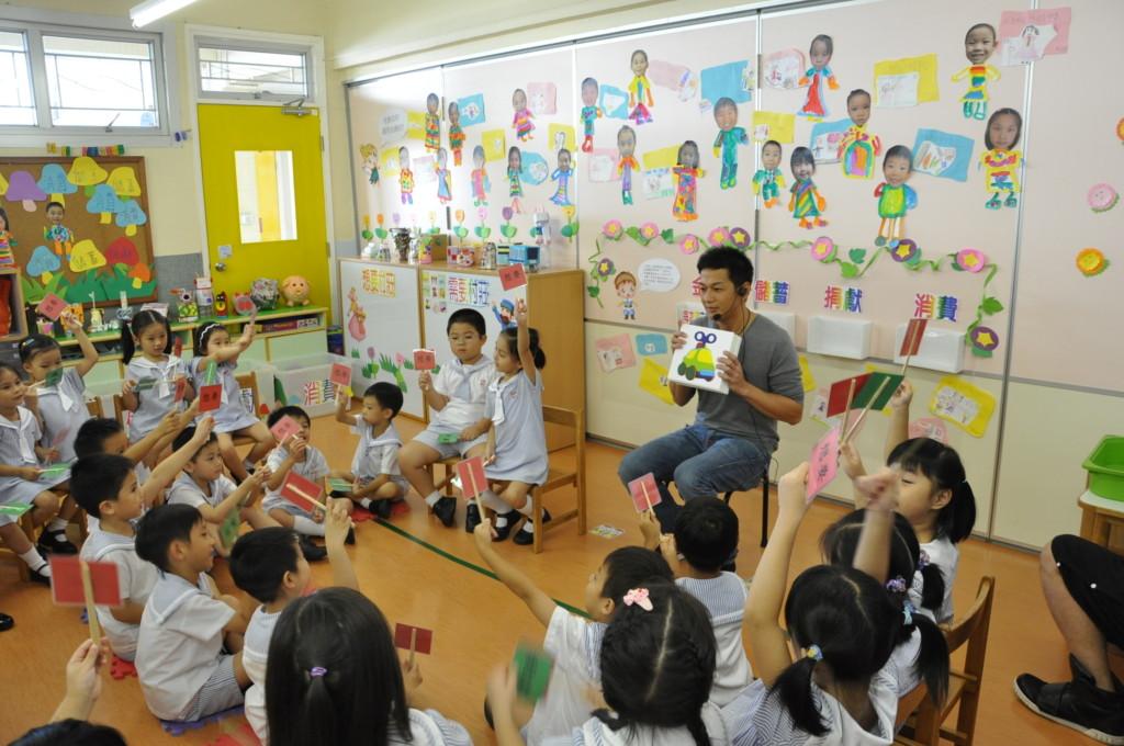 家長抱怨一例一休「害幼稚園學費漲價」荷包大失血,他回應:「台灣人可悲!」