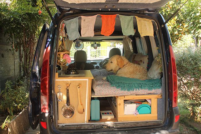 不搭飛機因想帶愛犬環遊世界「舊廂型車大改造」,「車內展開」讓你看到最完美生活!(22張)