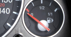 50款熱門車款「沒油燈亮起,車子還能跑多遠」列表,能重新計算沒油的關鍵時刻!