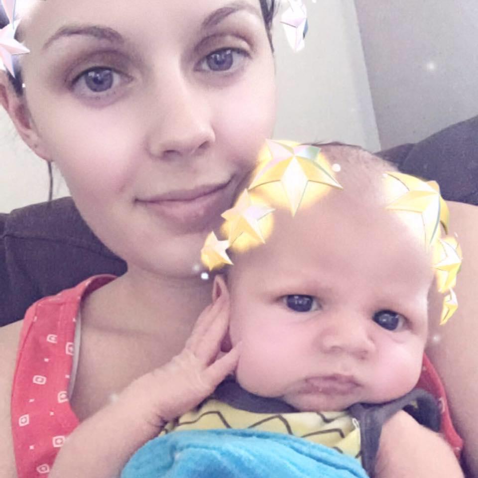 媽媽使用剖宮產「親手把寶寶從子宮拉出來」,「母親終極體驗」感動所有人!
