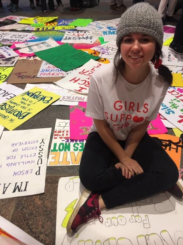 藝術系女學生創作出超大膽「人體觸摸地圖」,紅色背後的「強暴」讓人震撼不已...