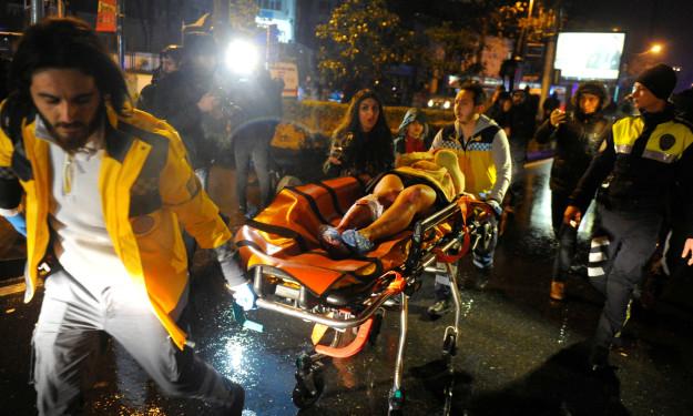 伊斯坦堡夜店跨年「恐攻攻擊」75人傷亡,監視器影片超恐怖!