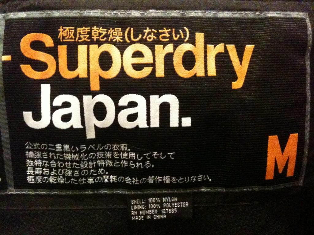 潮牌「Superdry極度乾燥」的品牌名稱也不完全沒有意思,原來是當時喝了啤酒...