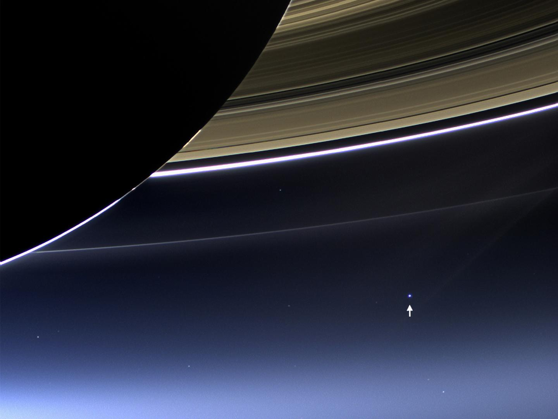 NASA公布「登陸木星月亮」拍到的絕美降落影片!天空中那顆藍星好美!