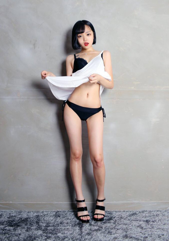 韓國高中爆乳正妹自拍接近「大人臨界點」被退學,但之後反擊變本加厲「停不下來了」!