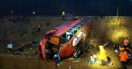 韓國遊覽車翻覆車體未嚴重變形,死傷情況跟「蝶戀花」完全相反。