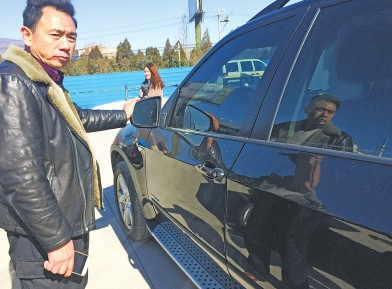 窮學生撞壞BMW留道歉字條加賠償費 車主找到他送他最大禮物!