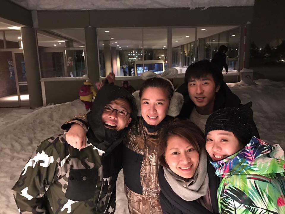 小禎身旁的184帥哥是弟弟「安安」(有點像趙又廷),網友著迷「帥!比胡瓜帥多了!」