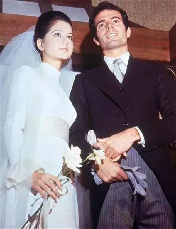 67歲名媛「嫁3次」卻越嫁命越好 凍齡美顏和女兒出門分不出誰是老媽!