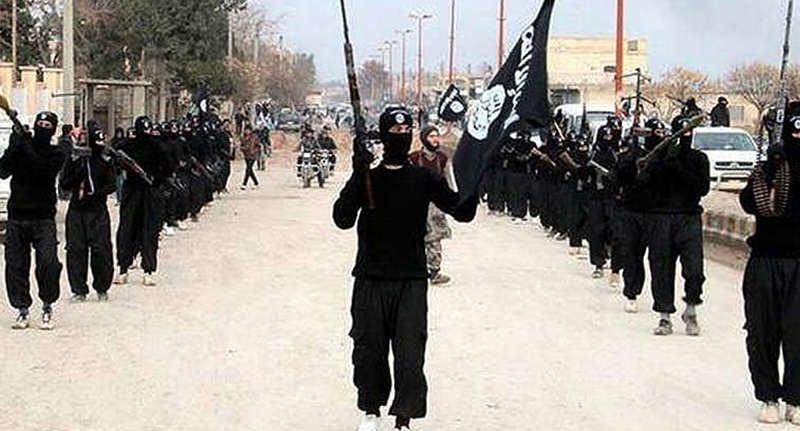 20歲英國志願者不想被ISIS俘虜因此自殺,死前臉書發文「對家人隱瞞」讓人心碎...