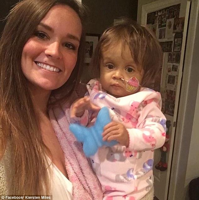 他們不滿1歲的女兒「再不接受器官捐贈就會死」,新來的22歲美女保母「感人犧牲!」