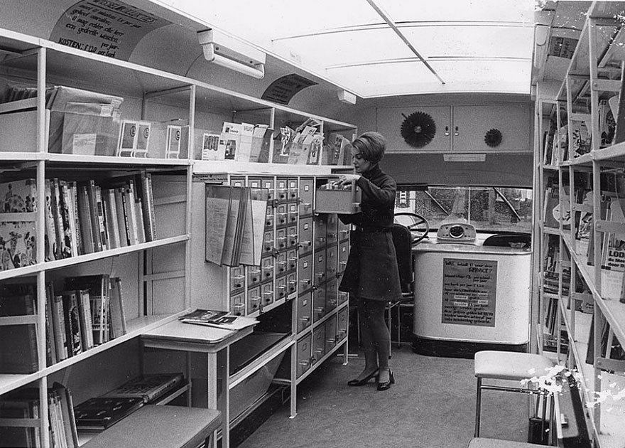 32個讓你大開眼界的「古早歷史行動圖書館」,#12「巴士圖書館」超想去!
