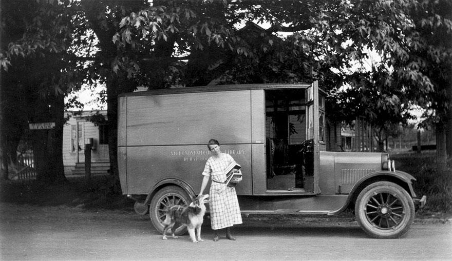 Bookmobile, 1924