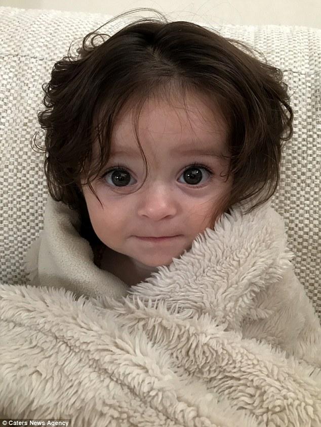 爆萌女娃拍超音波時就拍到「過分茂密秀髮」,剛出生「頭髮已經蓋滿」Q到不行!