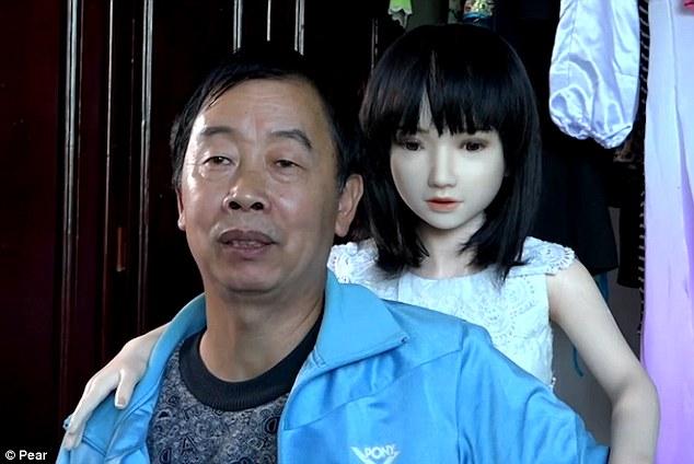 貴州父子「7個愛愛娃娃當家人」不愛愛只照顧超幸福,超邏輯解釋「證明其他人才是變態」。