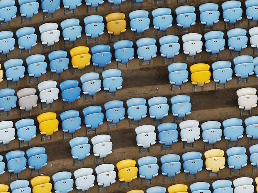 13張里約奧運結束1年後「風光體育場淪為廢墟」荒影照。#12超慘奧運根本浪費納稅人錢!