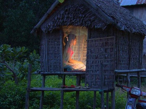 神秘部落爸爸為9歲女兒蓋「愛愛小木屋」鼓勵偷嘗禁果!而且和越多男生越好!(影片)