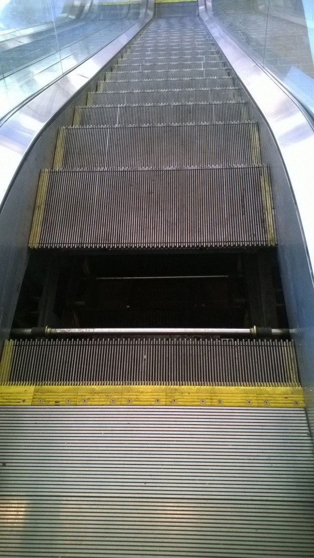 17張對電扶梯有恐懼感的人「絕對看不完」的可怕照片