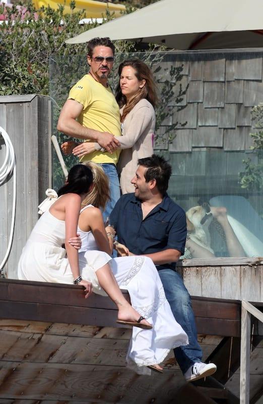 388 Robert Downey Jr dog Robert Downey Jr Photobombed By Hilarious Dog