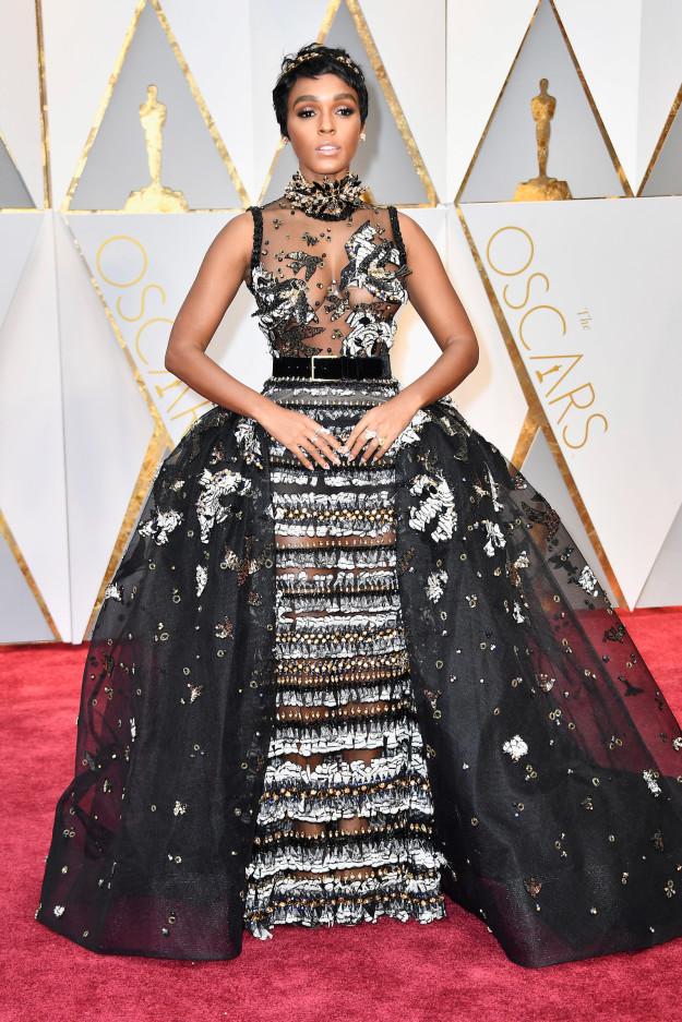35款2017年奧斯卡頒獎典禮最精選「搶走主角風采」吸睛服裝設計。#35成龍手上萌物最搶眼!