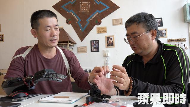 台男因意外截肢「買不起昂貴義肢」,3D列印自研發「變身鋼鐵人」靈活到可比YA價格僅1/10!