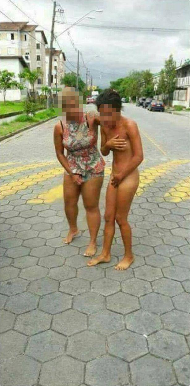 老婆捉姦20歲小三被「剪髮」捌光衣服「遊街」,兒子在後歡呼! (影片)