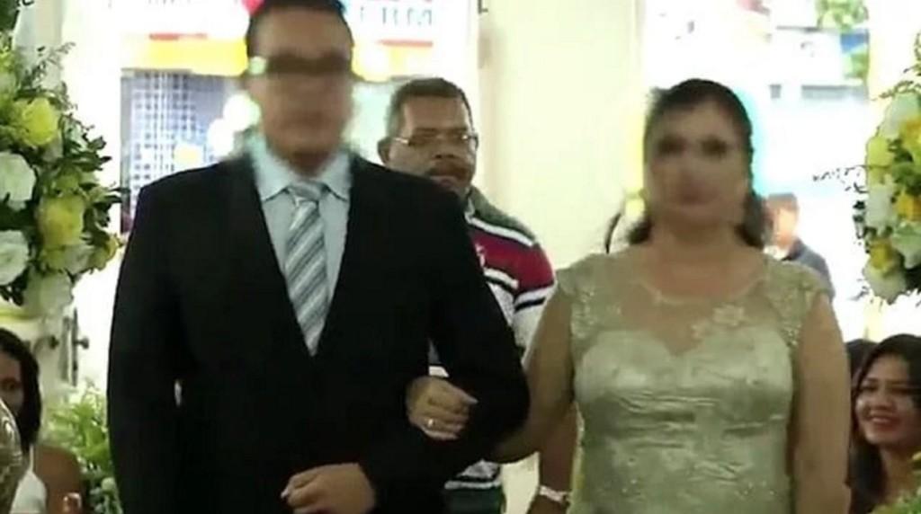 殺手尾隨新人在婚禮堂走紅毯,一轉身就「對來賓開槍」婚禮還繼續...(影片/非趣味)