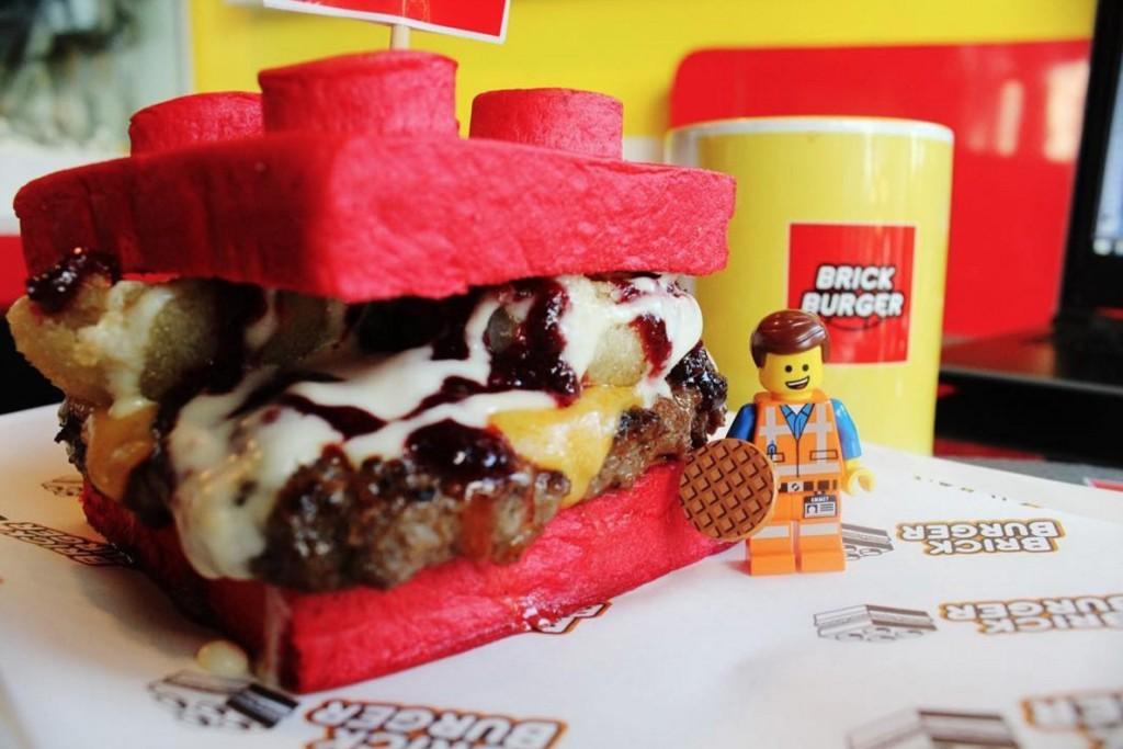 漢堡店專賣10款「樂高形狀」磚頭彩色漢堡,附上樂高小人「讓人忍不住訂機票」!(6張)
