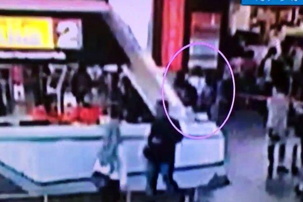 快訊:金正男遇刺完整影片曝光!兩女「職業刺客」驚人身手奪命只花2.33秒!(影片)