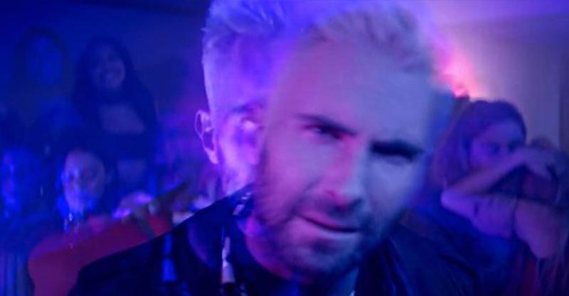 天團魔力紅新歌《冷》昨天推出,亞當「被下迷幻藥後摸胸」還差點被牛頭女3激情P!(MV)