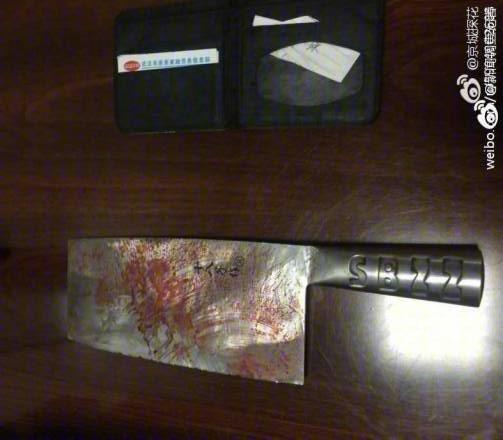 被嗆「吃不起別吃!」22歲男拿菜刀猛砍老闆,氣到活生生「把頭砍下」丟垃圾桶!