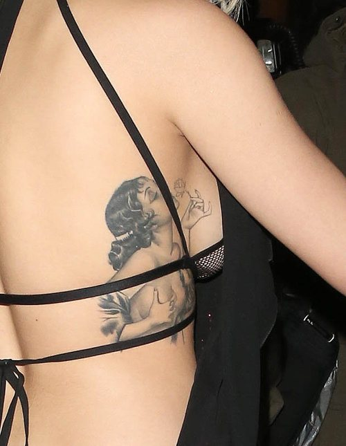 29張會讓你發現原來「側乳刺青」才是最棒的刺青照片!