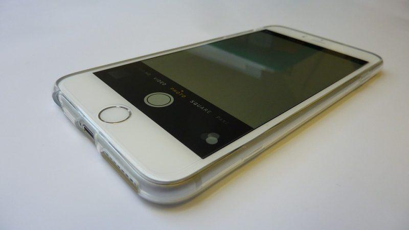 老爺爺小偷偷了一支iPhone 6 Plus但「嫌只有一個按鈕」一定是偷工減料產品,便宜「讓買家爽爆」。