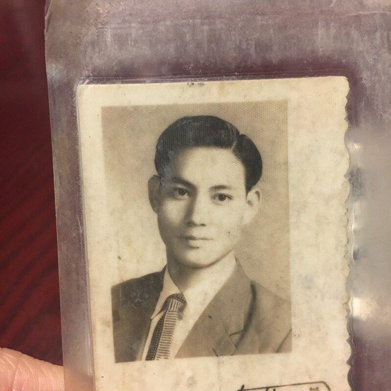 正妹網友分享阿公「年輕時零修圖」照片 神顏值引暴動…現在模樣更驚人!