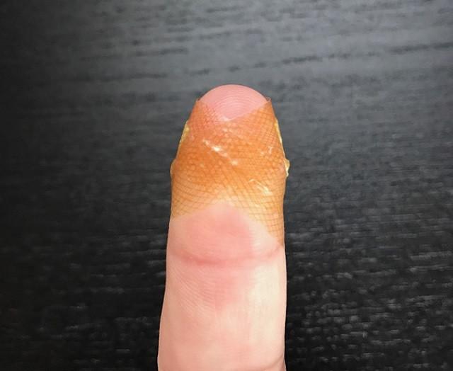 網抱怨「指尖的OK繃超難貼」 日網友分享「神奇秘訣」被讚爆…一秒解決所有煩惱!