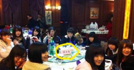 婚宴上出現一桌「正妹」看到桌牌後,網友:「看到新郎會暴動...」