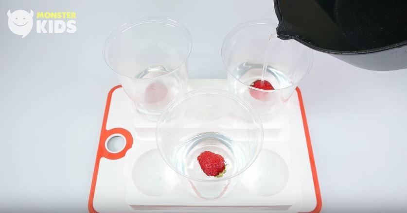 史上最夢幻甜點「草莓水信玄餅」超美味DIY大公開!不用飛日本也能在家享用!(製作教學)