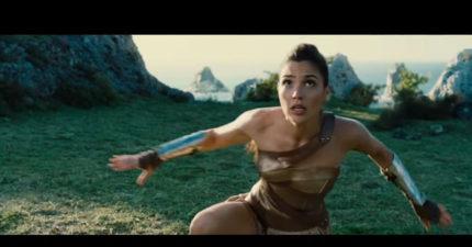 《神力女超人》預告片幾小時前推出!終於透露她真正身分!2:14銀行這幕超可愛!