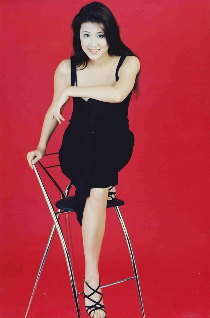 上次曝光的年長版「仙麗兒小姐」根本就不是她!這10張照片才是她!網友:「真的需要衛生紙了...」