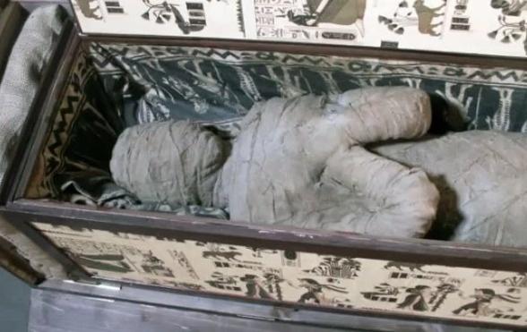 25個「在家中發現最瘋狂物品」的幸運人。#24閣樓裡發現死神...