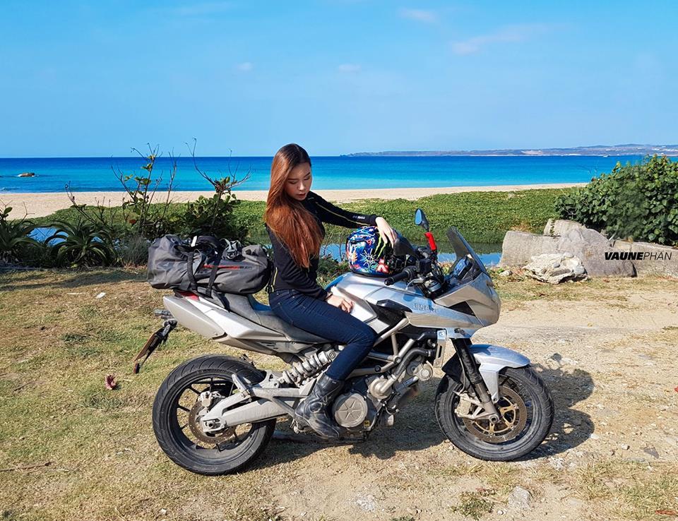 新加坡正妹重機騎士來台旅遊表示自己正到「我太常被男生追」,最後真的被警察追到了...(13張超正照)