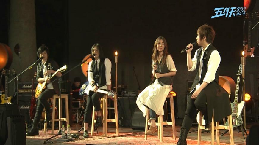 五月天演唱會「陳綺貞」成了神祕嘉賓,「後台哭了一下」沒彩排硬上讓全觀眾震驚!(影片)