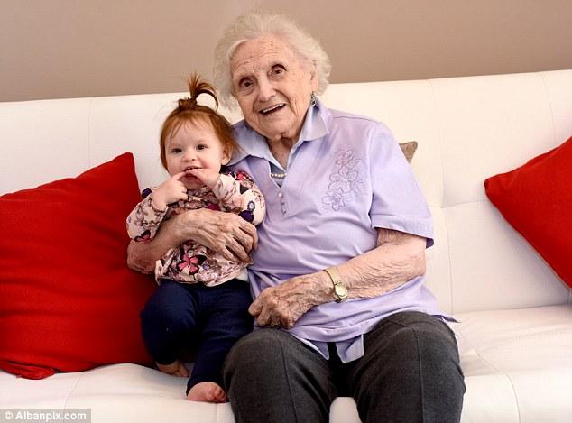 全英國唯一「6代同堂」家族全是女性,曾曾曾孫女差點送命全因為「血緣力量」奇蹟活下!