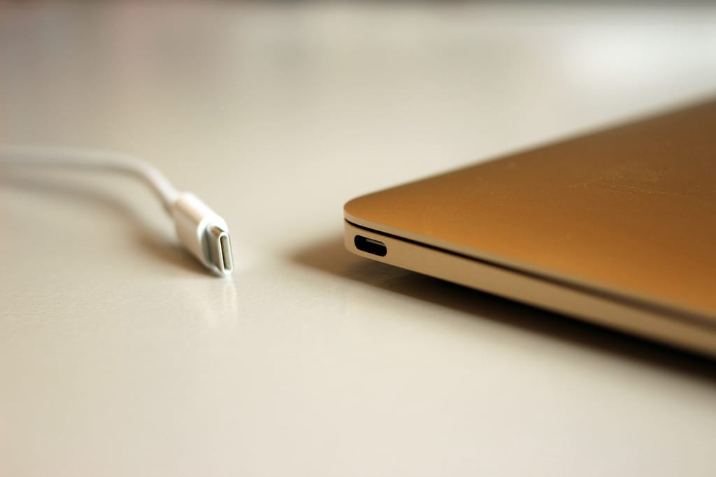 Apple Is Ditching Another Major Feature For The iPhone 8 523 usb c port