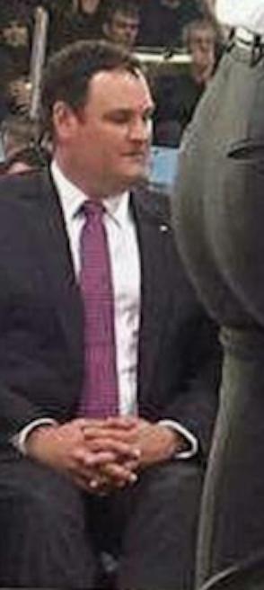 加拿大總理「超害羞驚人不科學天物」照片流出!「請補充水份」旁邊的男子也忍不住色色偷看!
