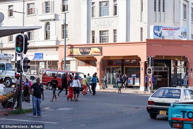20多歲男子半路被4女擄走「性侵強取精液」!神秘劫精團落網「31個裝到滿套套」當地人搶著買!(非趣味)