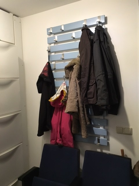 Hang your Luröy bed slats vertically for a coat rack that accommodates all sizes.